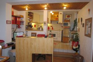 A kitchen or kitchenette at Bed & Breakfast Sonne