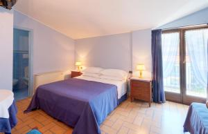 A bed or beds in a room at Velia Mare