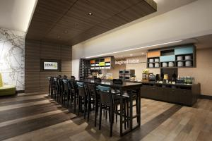 A restaurant or other place to eat at Home2 Suites by Hilton Philadelphia Convention Center