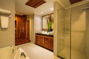A bathroom at Angkor Miracle Resort & Spa