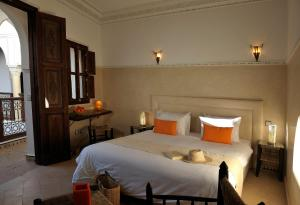 A bed or beds in a room at Riad Le Jardin d'Abdou