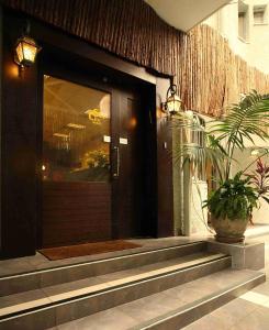 The facade or entrance of Sun City Hotel