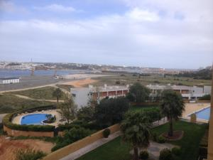 A view of the pool at Apartamento Arade Portimao or nearby