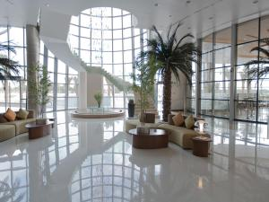 The lobby or reception area at Novotel Abu Dhabi Gate