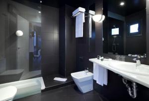 A bathroom at Exe Hotel El Magistral