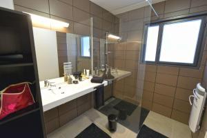 A bathroom at Résidence le Clos des Chênes