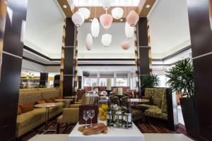 A restaurant or other place to eat at Hilton Garden Inn San Mateo