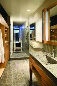 A bathroom at Sparkling Hill Resort and Spa - Adults-Only Resort