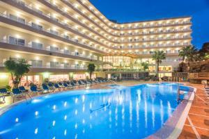 Het zwembad bij of vlak bij Hotel Cala Font