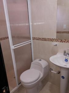 Un baño de Hotel Calle Santodomingo