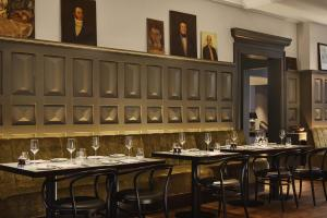 A restaurant or other place to eat at Pulitzer Amsterdam