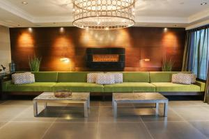 The lobby or reception area at Sandman Hotel Abbotsford Airport