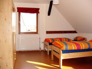 Ein Bett oder Betten in einem Zimmer der Unterkunft Ferienwohnung Am Jakobsweg