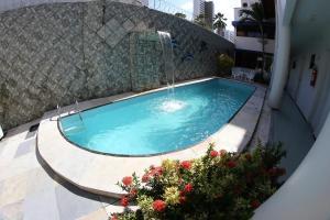 A piscina localizada em Hotel Poyares ou nos arredores
