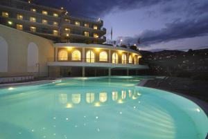 The swimming pool at or near Residence Modus Vivendi