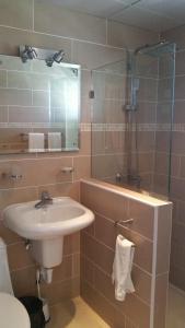 Un baño de Hotel Voramar