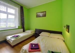 Łóżko lub łóżka w pokoju w obiekcie Gościniec Rudawski