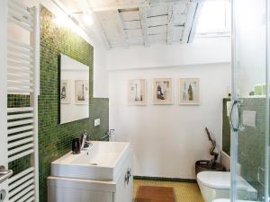 A bathroom at Spanish Steps Luxury Penthouse
