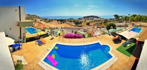 Majoituspaikan Spilia Bay Villas uima-allas tai lähistöllä sijaitseva uima-allas