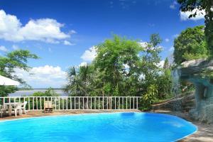 The swimming pool at or close to Wasai Puerto Maldonado Hostel