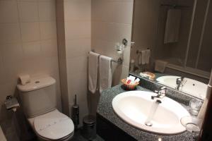 A bathroom at Seculo Hotel
