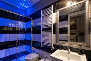 A bathroom at Lea Luxury Rooms
