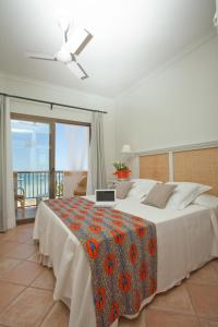 A bed or beds in a room at Hostal la Savina