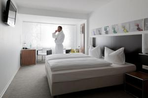A bed or beds in a room at Panorama Hotel Schweinfurt
