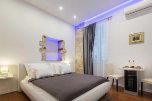 A bed or beds in a room at Rooms Supreme Spalato