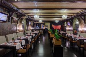 Ресторан / где поесть в Загородный клуб Айвенго Гостиница Джунгли