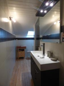 A bathroom at Maison Souriau