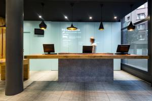 The lobby or reception area at Ibis Bilbao Centro