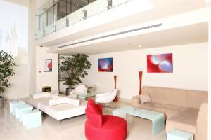 Uma área de estar em Ibis Riyadh Olaya Street