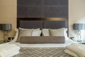 A bed or beds in a room at Mansio Suites The Headrow