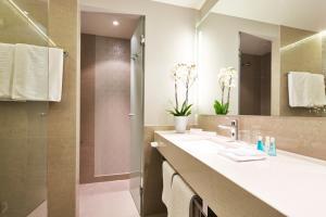 A bathroom at Steigenberger Hotel Am Kanzleramt