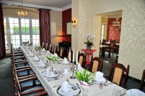 Restauracja lub miejsce do jedzenia w obiekcie Podewils Castle Hotel