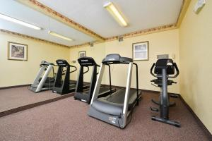 The fitness center and/or fitness facilities at Motel 6-Dallas, TX - North - Richardson