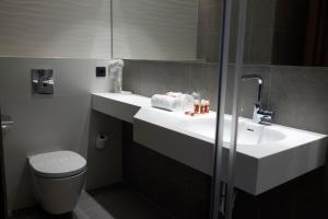 A bathroom at Chi