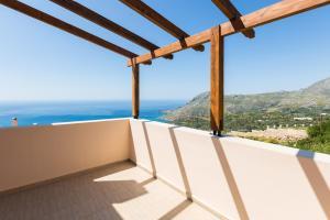 Балкон или терраса в Selia Villas, view to Libyan sea!