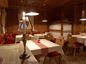 A restaurant or other place to eat at Hotel Negritella