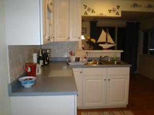 A kitchen or kitchenette at Saybrook Manor Beach House