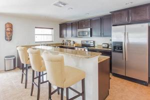 A kitchen or kitchenette at Clearwater Holiday Home