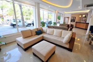 The lobby or reception area at Yeniceri City Hotel