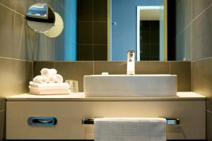 A bathroom at Atlantic Hotel Sail City