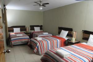 A bed or beds in a room at Hotel El Huacachinero