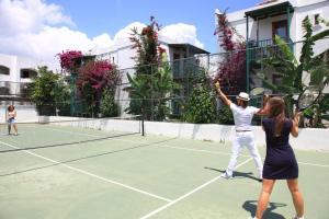 Tennis- en/of squashfaciliteiten bij Parkim Ayaz Hotel of in de buurt