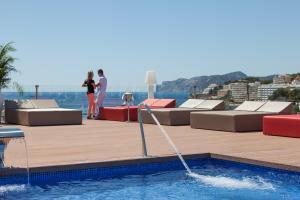 Het zwembad bij of vlak bij Zafiro Rey Don Jaime