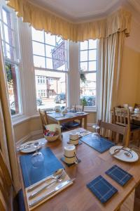A restaurant or other place to eat at Bootham City Centre Guest House