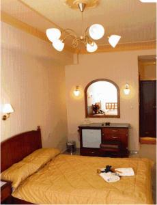 Ένα ή περισσότερα κρεβάτια σε δωμάτιο στο Ξενοδοχείο Αύρα