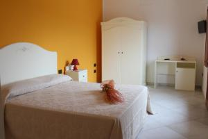 A bed or beds in a room at Agriturismo Pialza
